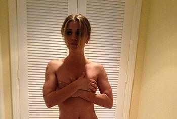 Kaley Cuoco nude leaked