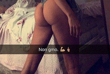 Lindsey Pelas nude