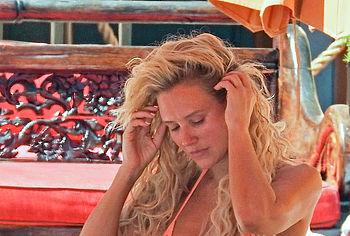 Nicky Whelan nude