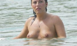 English Actress & Model Jessie Wallace Topless Bach Photos