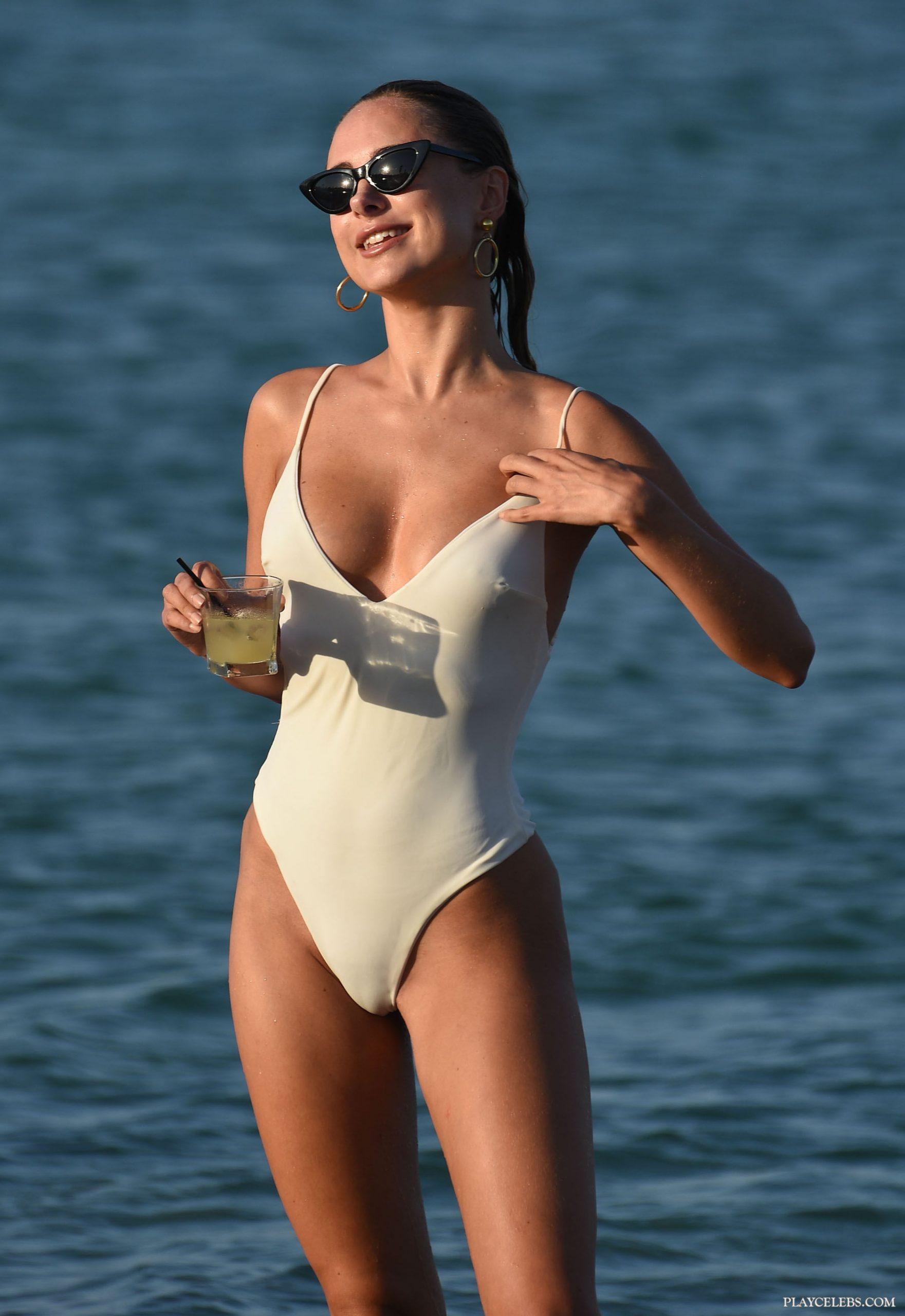 Kimberley Garner Looks Sexy In White Swimsuit
