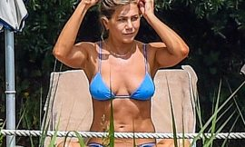 Jennifer Aniston Pokies Bikini Photos