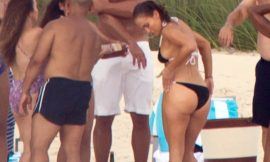 Jennifer Lopez Relaxing In Tight Bikini With Friends
