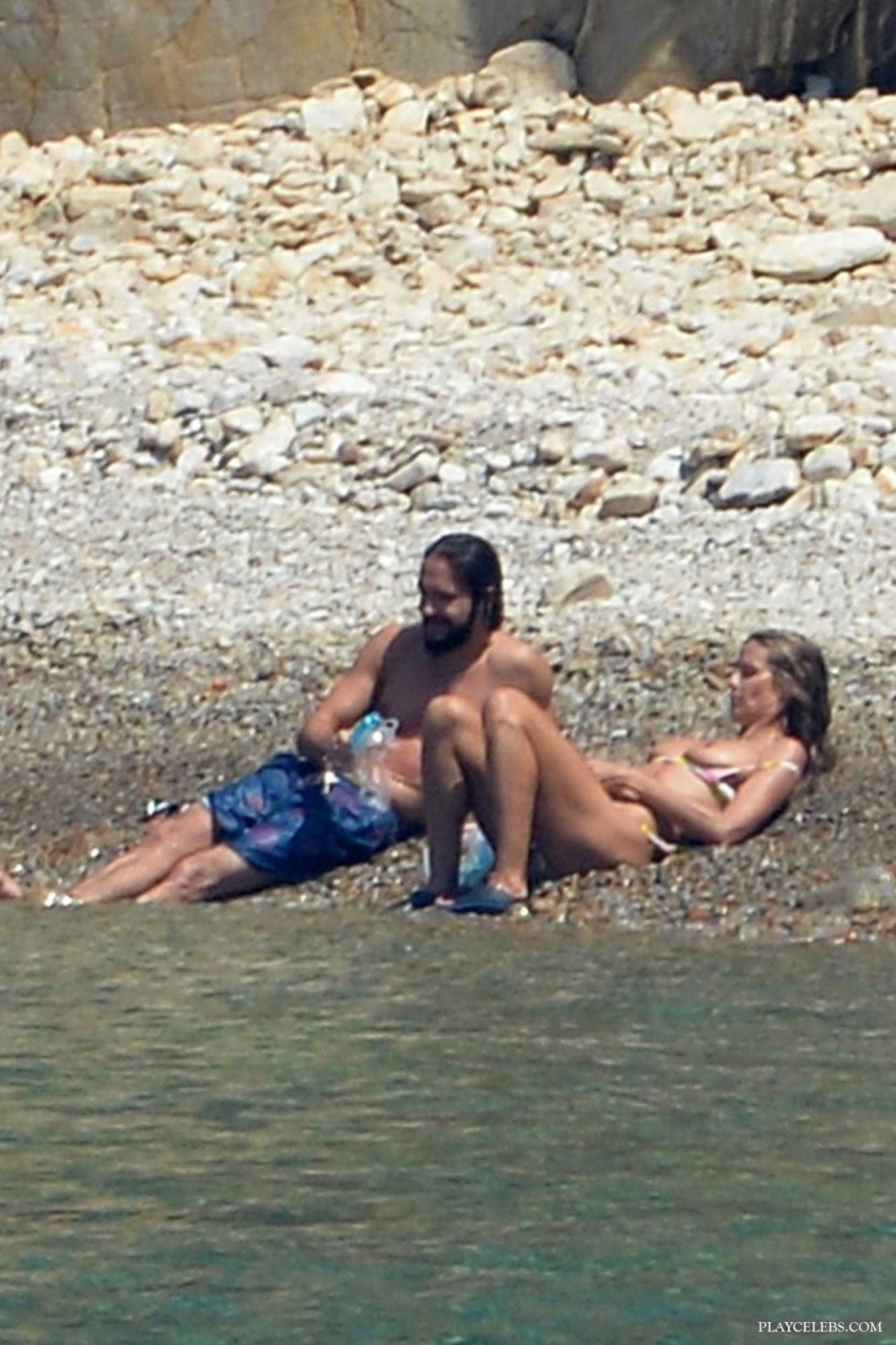 Heidi Klum Relaxing Topless With Her New Boyfriend