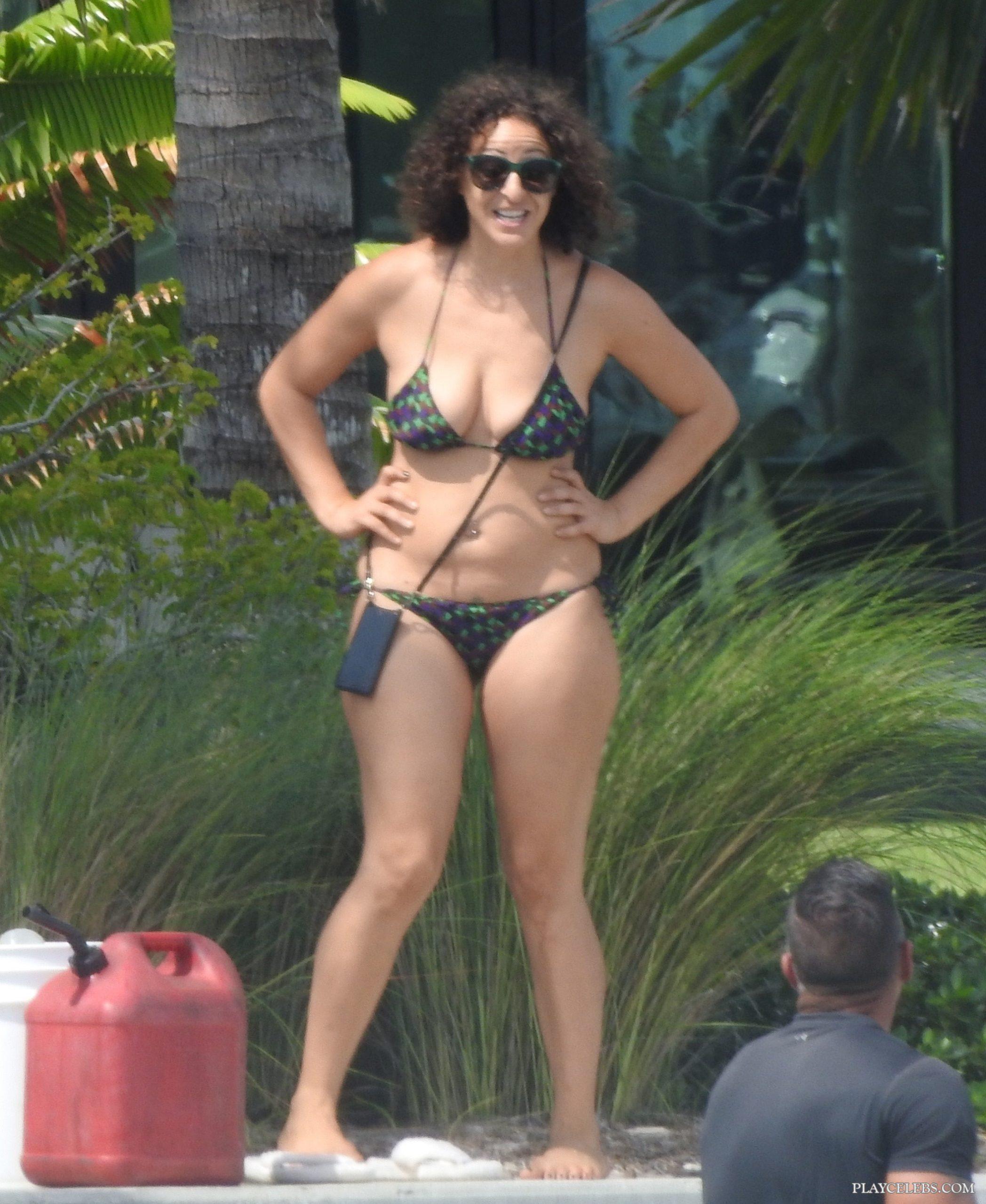 Nicole Tuck Caught In Sexy Bikini On A Beach