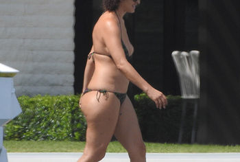 Nicole Tuck nude