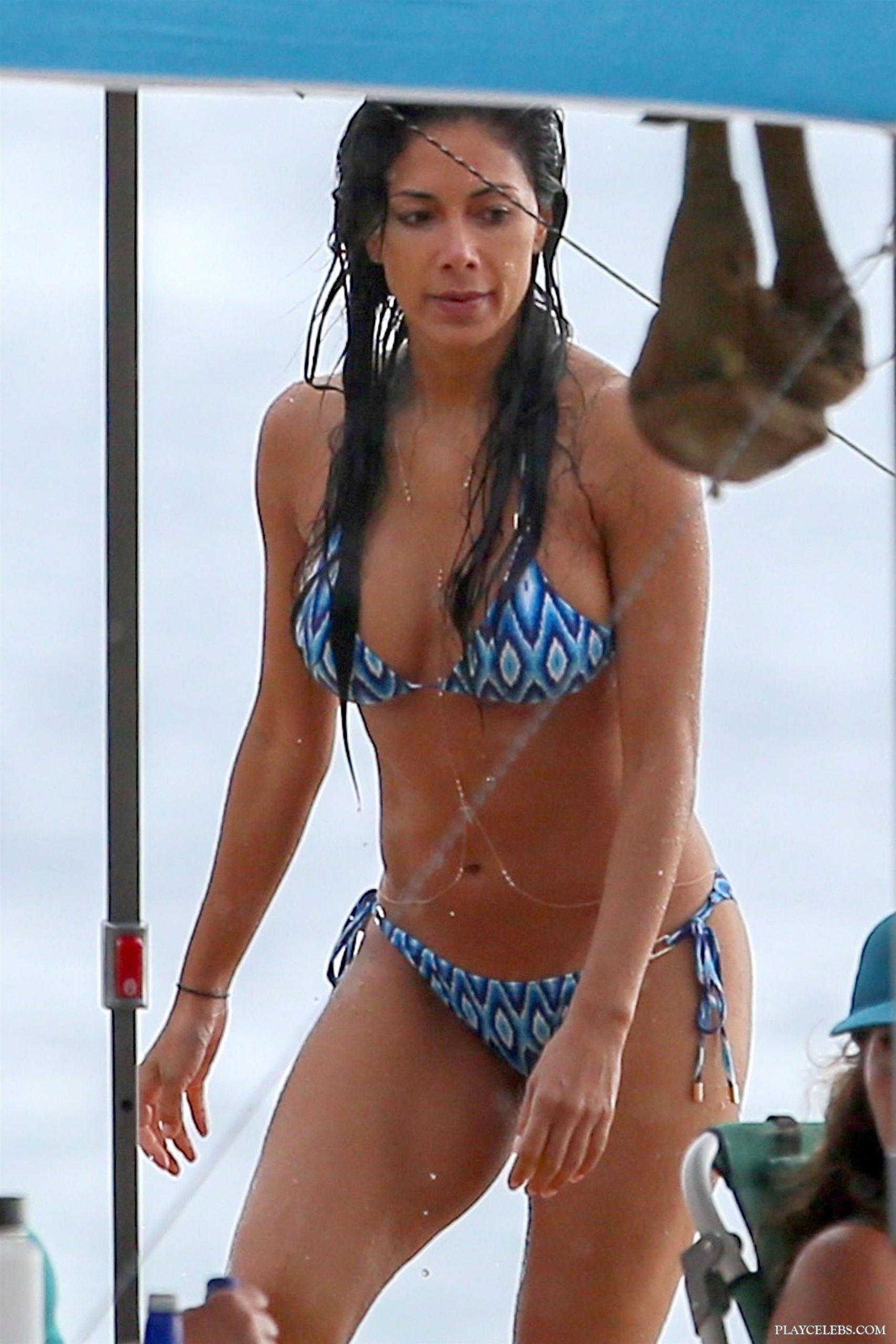 Nicole Scherzinger Caught By Paparazzi In Sexy Bikini
