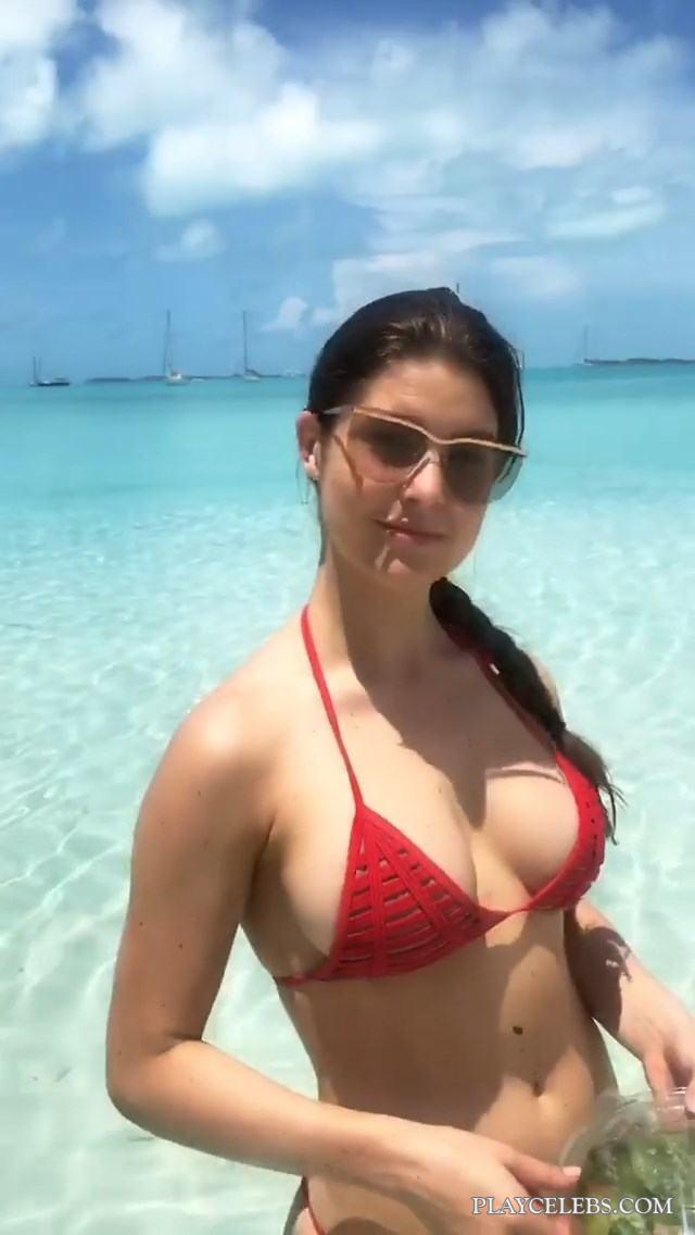 Amanda Cerny Doing Sexy Selfie In Bikini