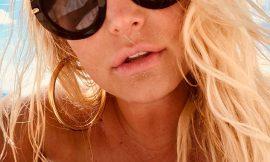 Jessica Simpson Topless & Bikini Selfie Pics