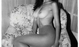 Hot Model Emily Ratajkowski Nude And Tight Bikini Photos