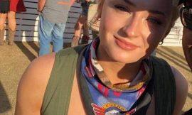 Sophie Turner Deep Cleavage In Lacy Bra