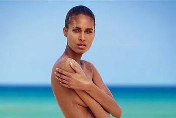 Cindy Bruna nude