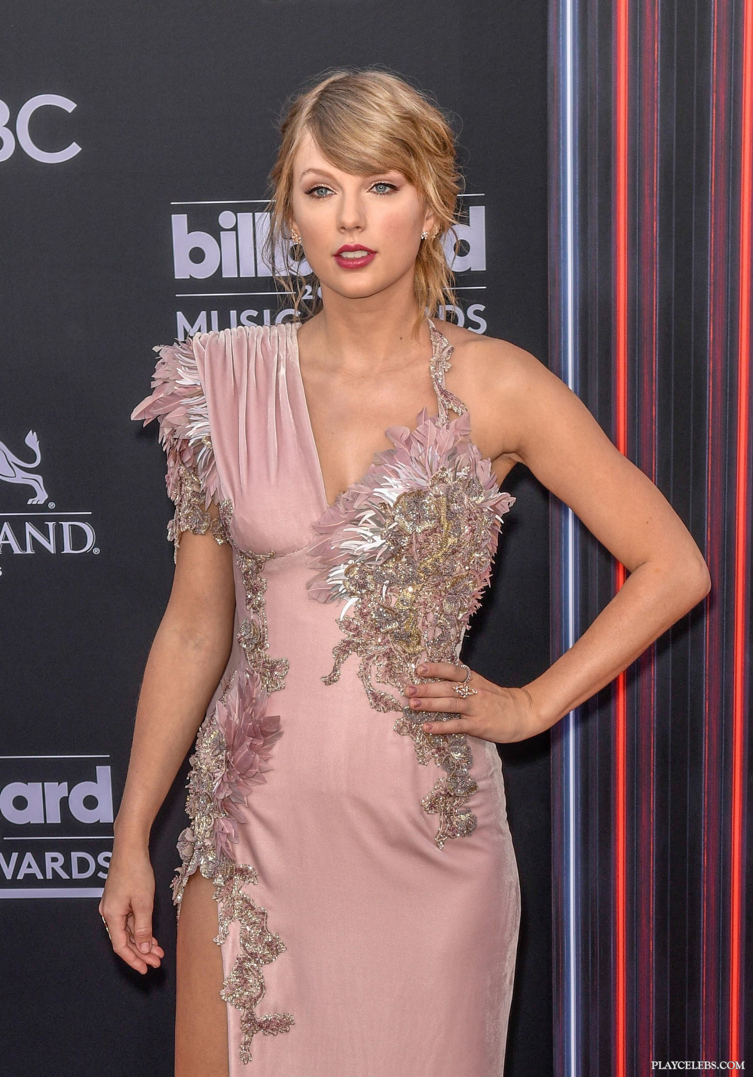 Taylor Swift Not Dating Because of Paparazzi - DETAILS