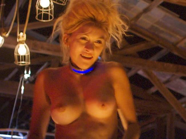 Suki Waterhouse nude