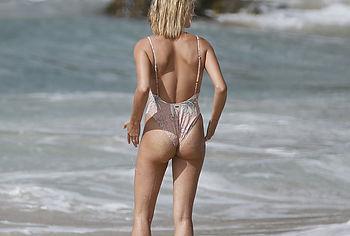 Hailey Baldwin nude