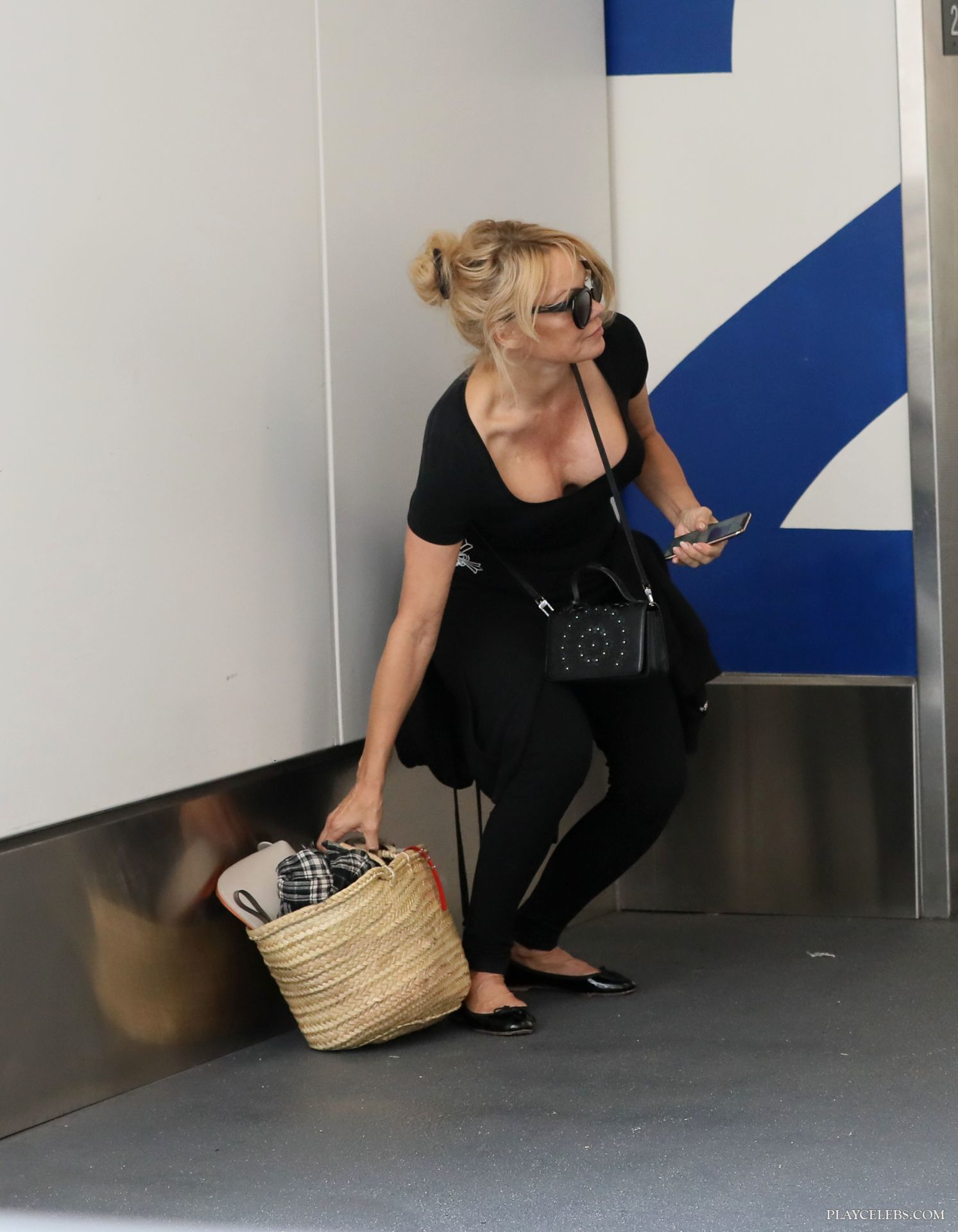 Pamela Anderson Paparazzi Great Cleavage Photos