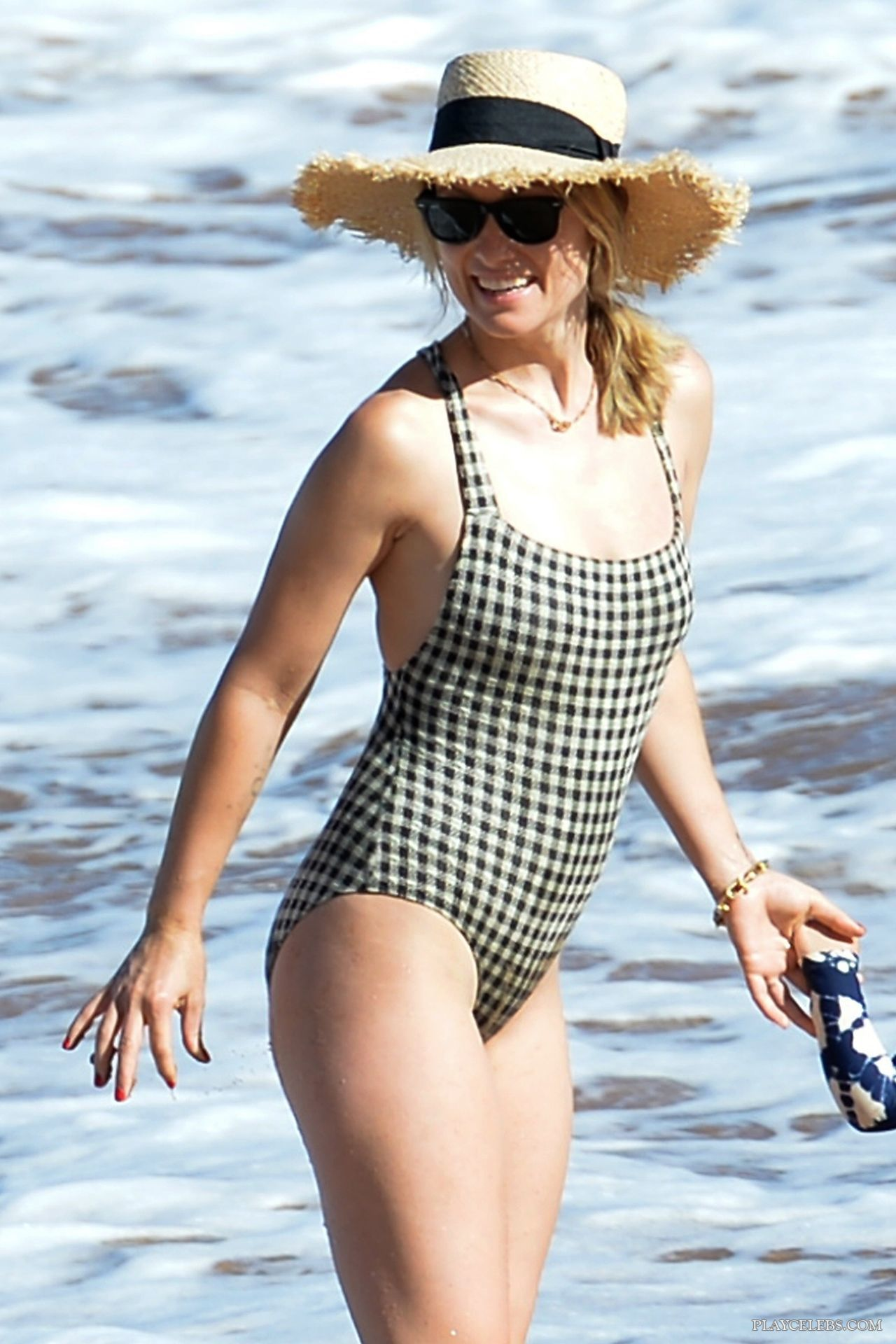 Olivia Wilde Paparazzi Swimsuit Beach Pictures