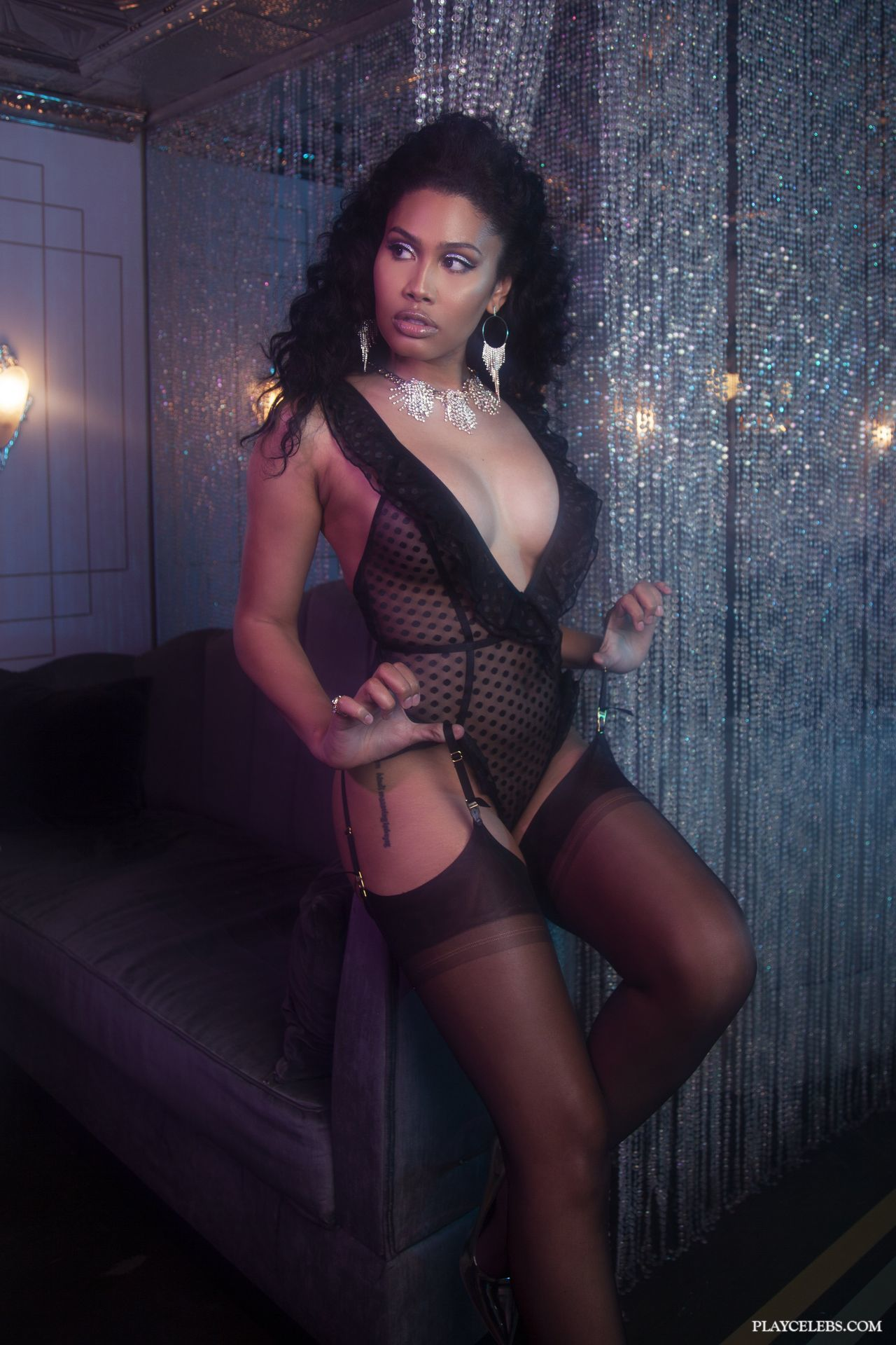Leyna Bloom Looks Hot In Lacy Lingerie