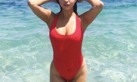 Selena Gomez Looks Hot In Wet Swimsuit