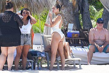 Selena Gomez nude