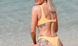 Laura Anderson Exposing Her Amazing Tight Butt On A Beach