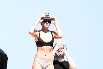 Kristen Stewart & Stella Maxwell sextape