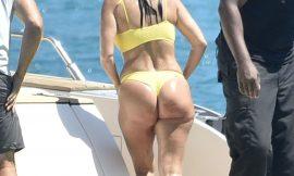 Kourtney Kardashian Gorgeous Ass In Wet Yellow Bikini