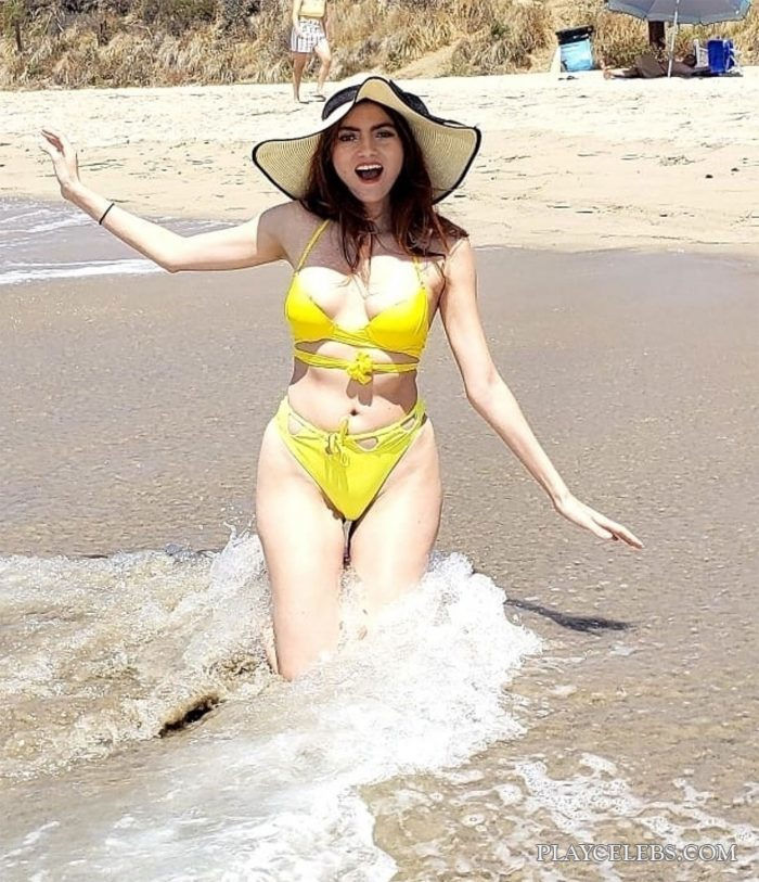 Blanca Blanco Oops And Bikini On A Beach