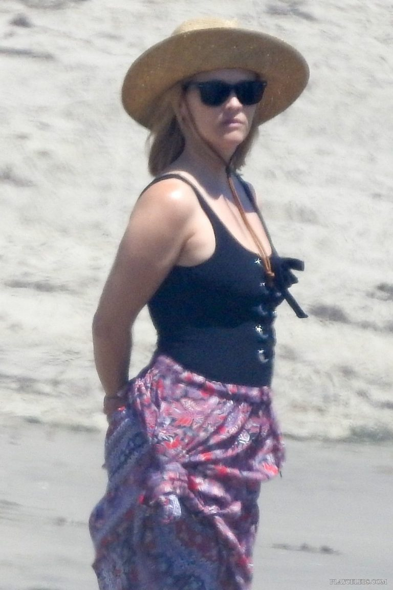 Reese Witherspoon Paparazzi Swimsuit Beach Photos