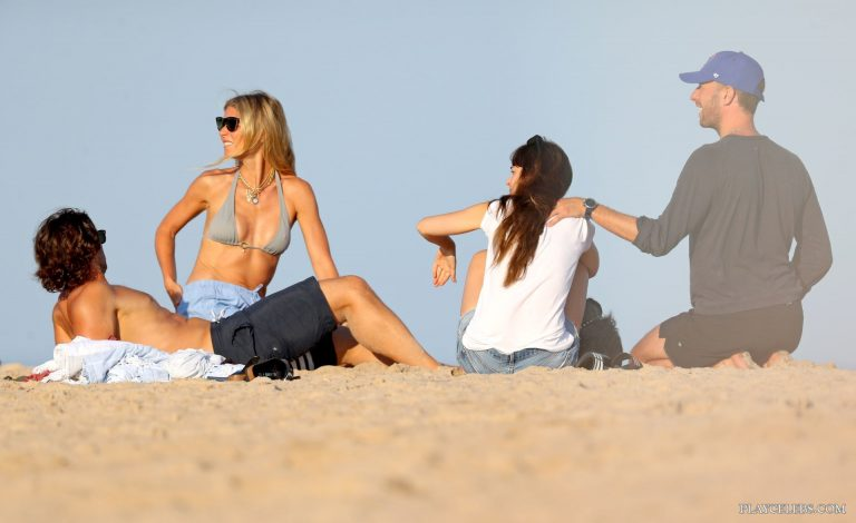 Read more about the article Gwyneth Paltrow & Dakota Johnson Caught Sunbathing In Bikini On A Beach