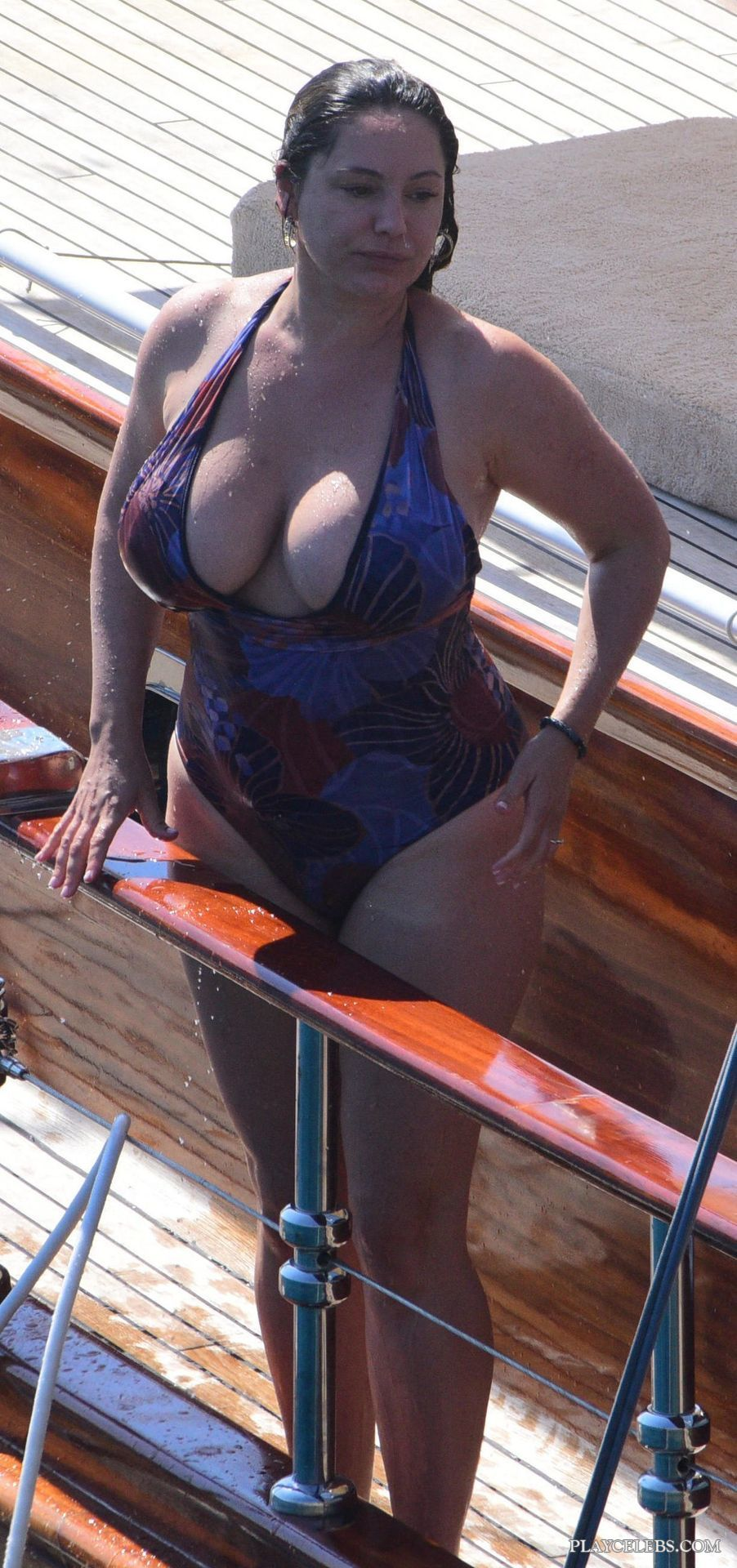 Kelly Brook Huge Cleavage In Tight Swimsuit