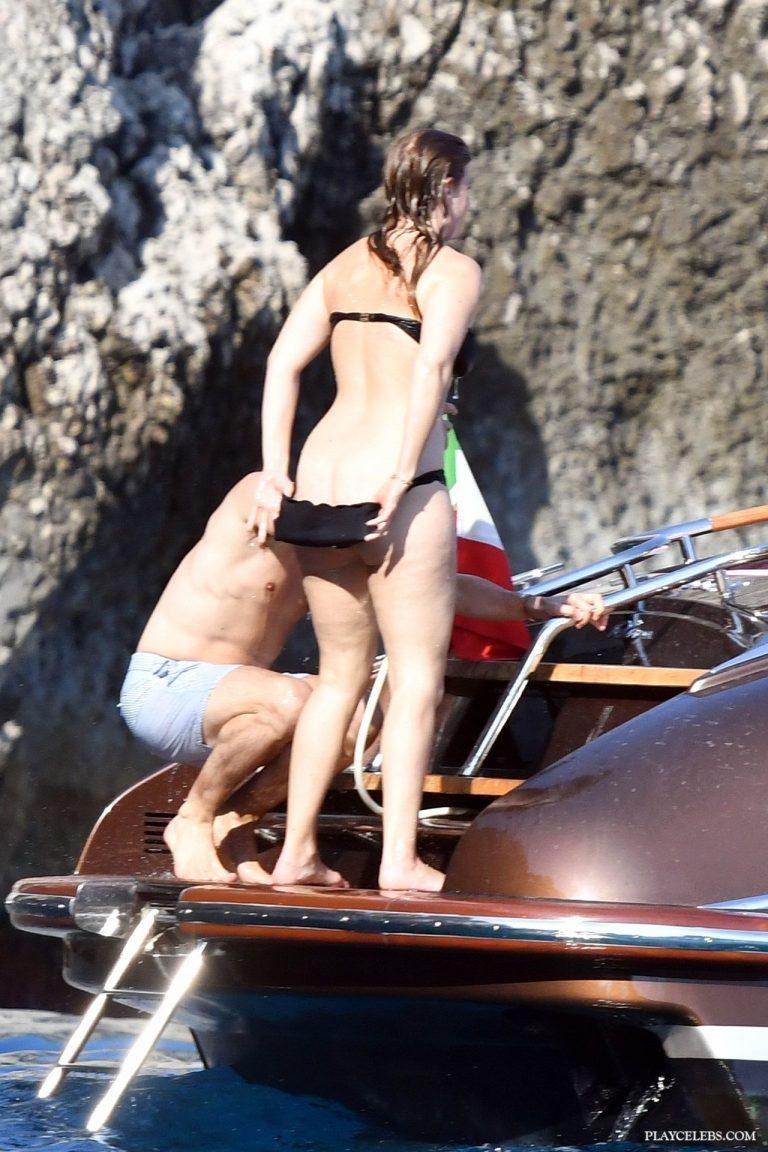 Read more about the article Princess Beatrice Paparazzi Ass & Bikini Shots