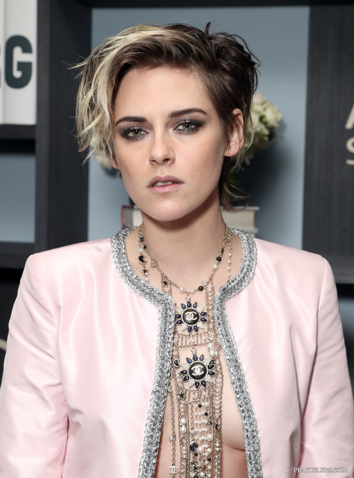 You are currently viewing Kristen Stewart Paparazzi Sexy Braless Photos