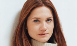 Bonnie Wright Leaked Nude Topless Selfie In The Mirror (Update)