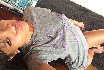 rihanna naked selfie