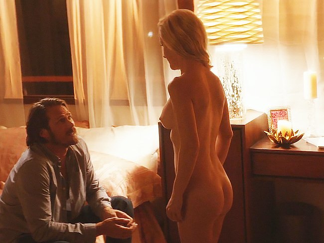 Angela Kinsey naked