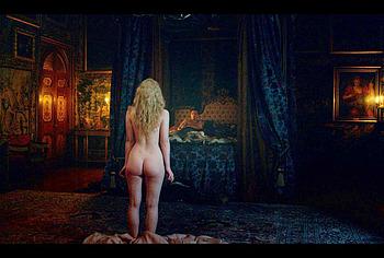 Elle Fanning leaked nude pics