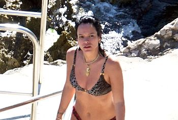 Lily Allen sexy