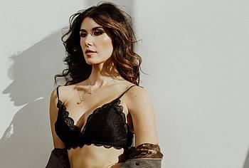 Jewel Staite sexy