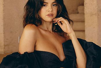 Selena Gomez nipples