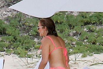 Jennifer Lopez pussy upskirt