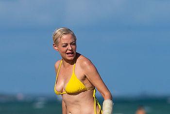 Rose McGowan topless
