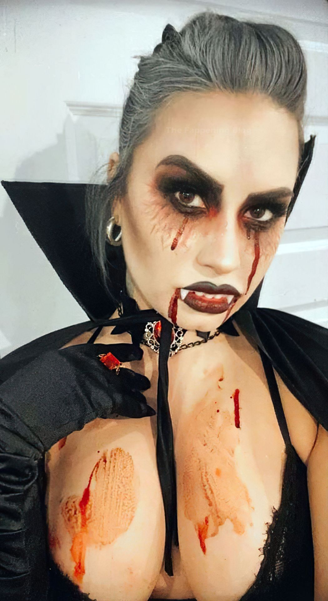 You are currently viewing Demi Lovato Sexy Halloween's Outfit Selfie