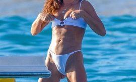 Sarah Hyland Shows Cameltoe In Wet Bikini