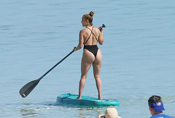 Jennifer Lopez butt photos