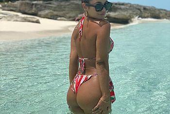 Vanessa Hudgens ass bikini