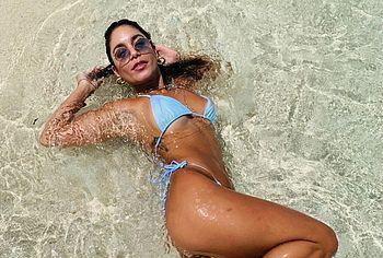 Vanessa Hudgens wet bikini