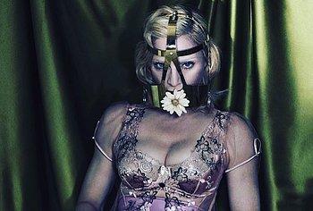 Madonna lesbian sex video