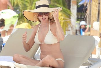 Heather Graham bikini photos