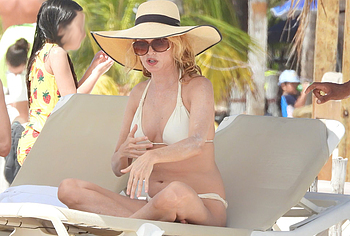 Heather Graham nude photos